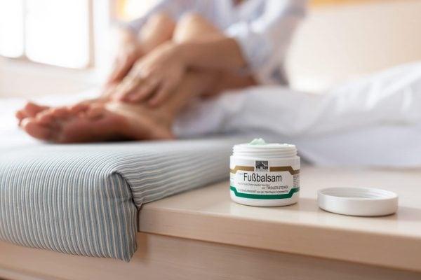 Fußbalsam mit TIROLER STEINÖL Anwendung