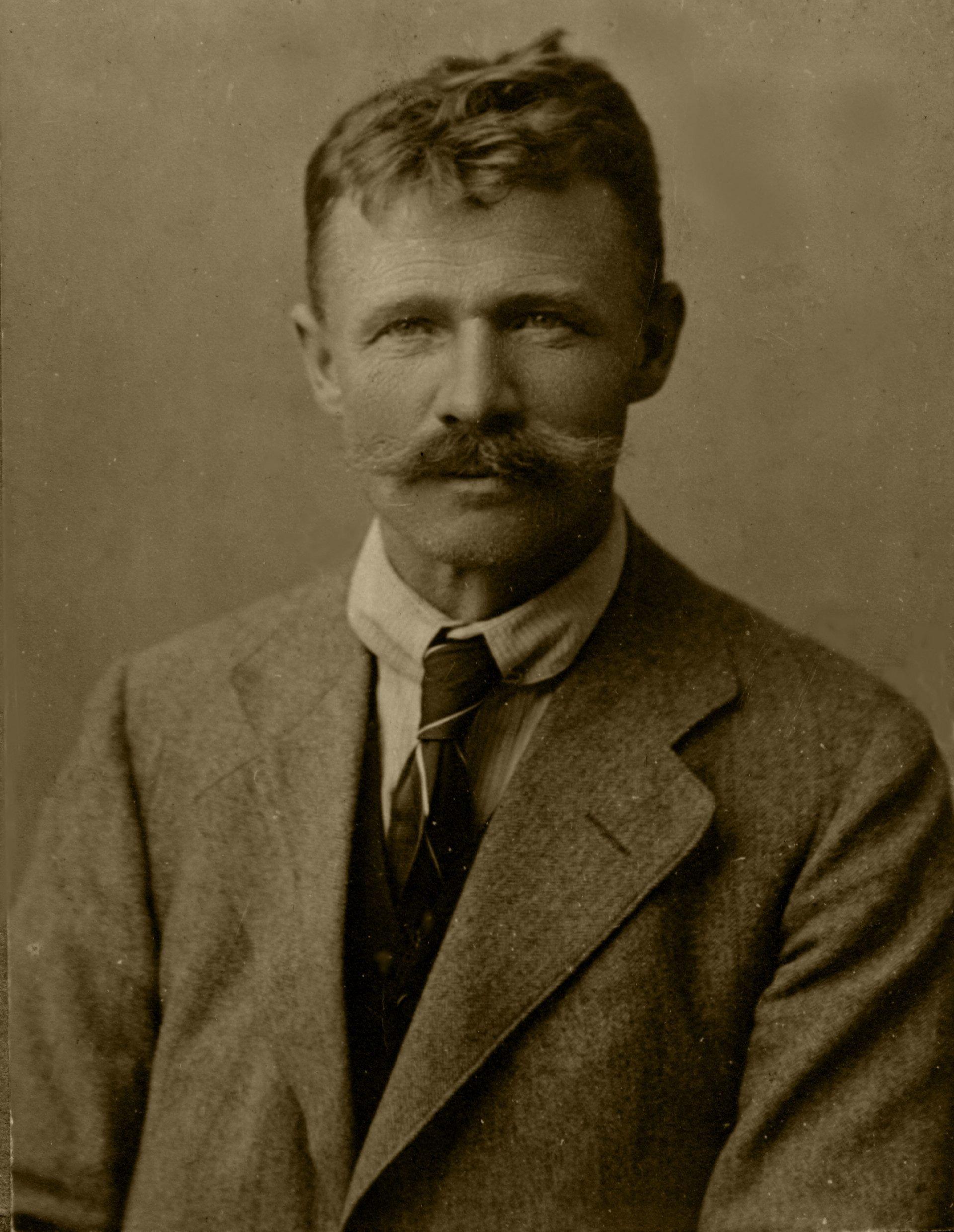 1916 003