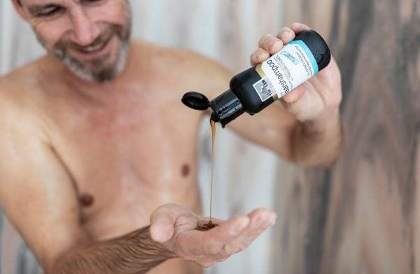 Haarshampoo mit TIROLER STEINÖL Anwendung