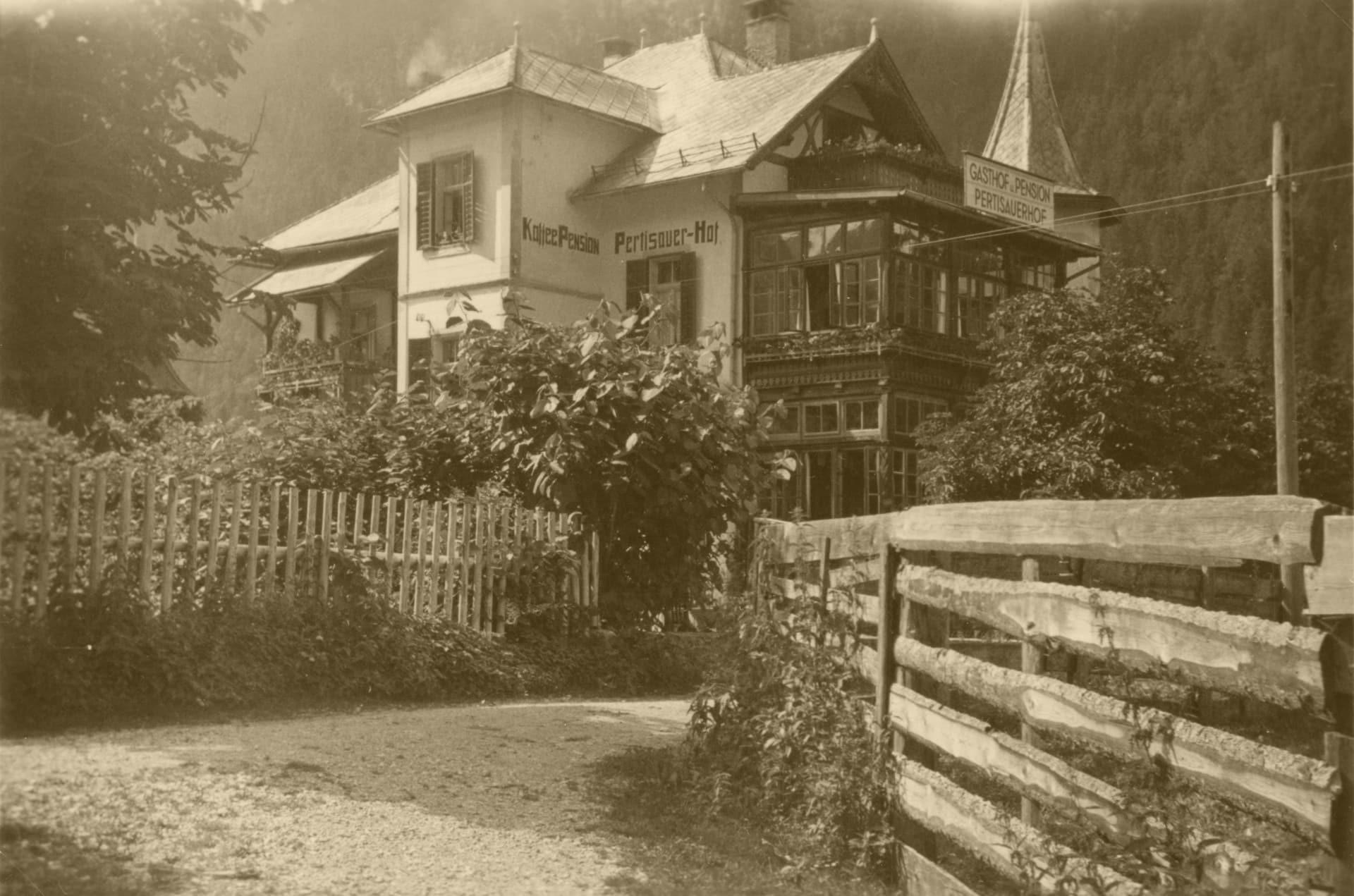 1920 001